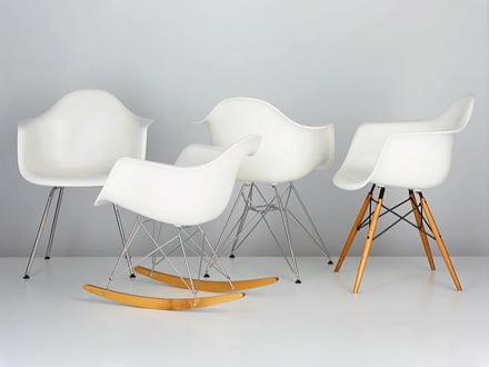 Les Eames Plastic Chairs par Vitra offrent confort d'assise avec un apparence exceptionnelle
