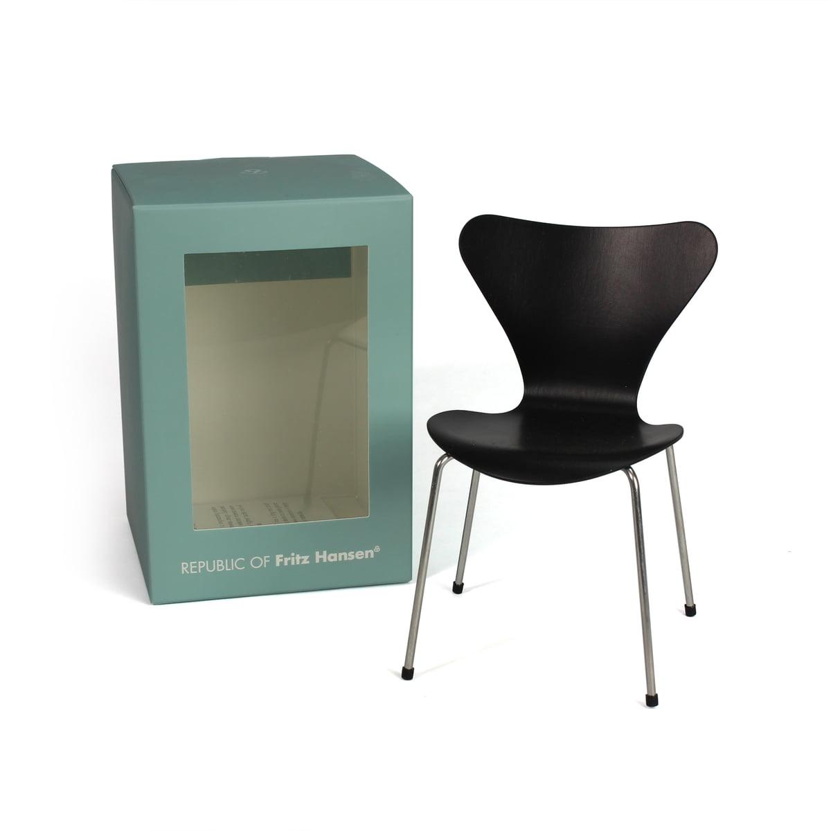chaise s rie 7 mini par fritz hansen connox. Black Bedroom Furniture Sets. Home Design Ideas