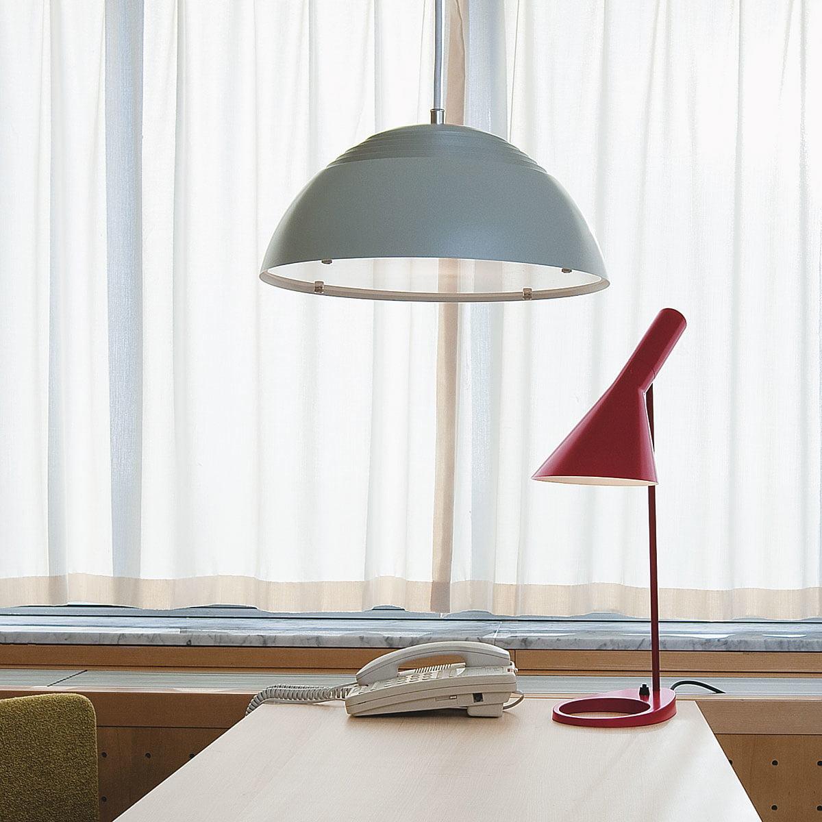 louis poulsen lampe de table aj. Black Bedroom Furniture Sets. Home Design Ideas