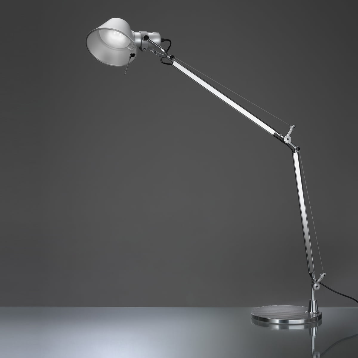 artemide tolomeo tavolo led lampe de table. Black Bedroom Furniture Sets. Home Design Ideas