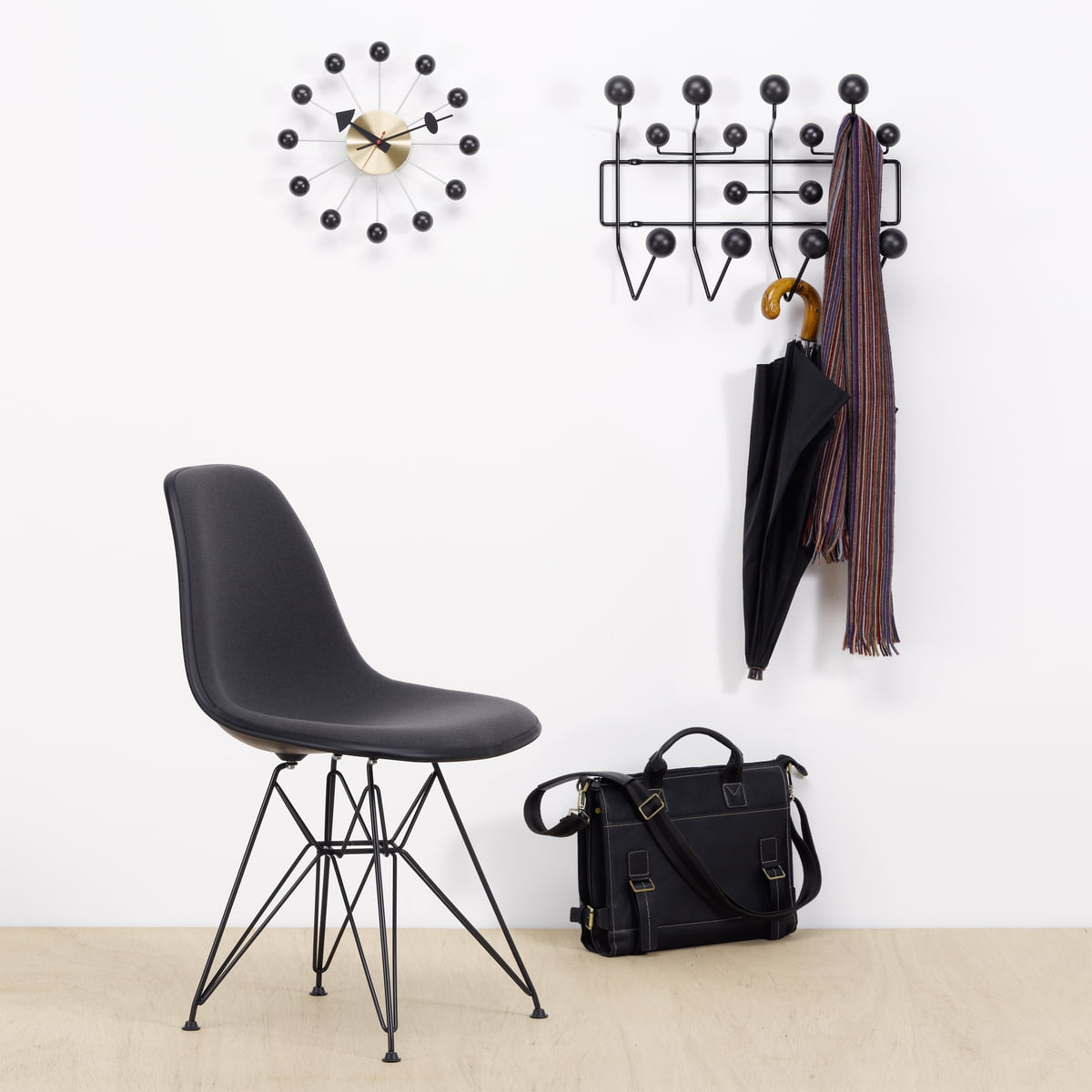 vitra ball clock connox. Black Bedroom Furniture Sets. Home Design Ideas