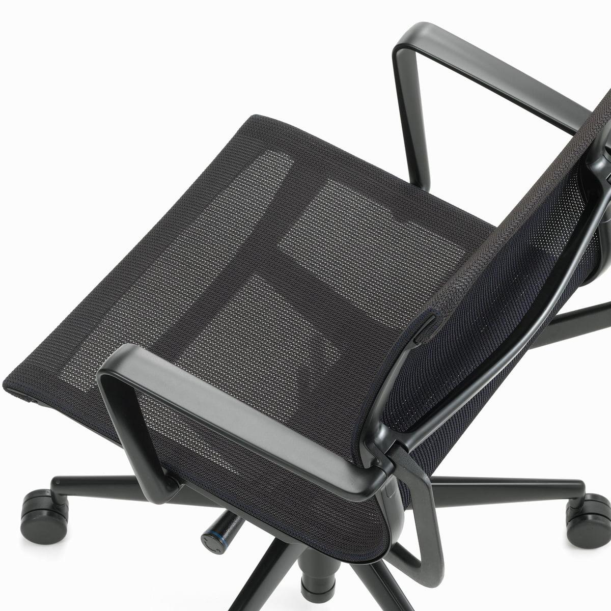 Chaise de bureau pivotante physix par vitra for Chaise de bureau vitra prix