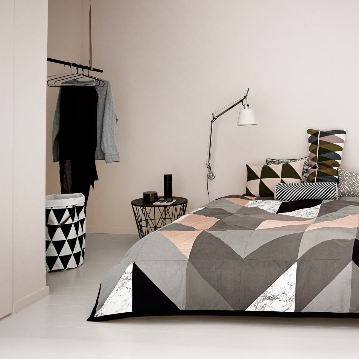 coussin striped de ferm living. Black Bedroom Furniture Sets. Home Design Ideas