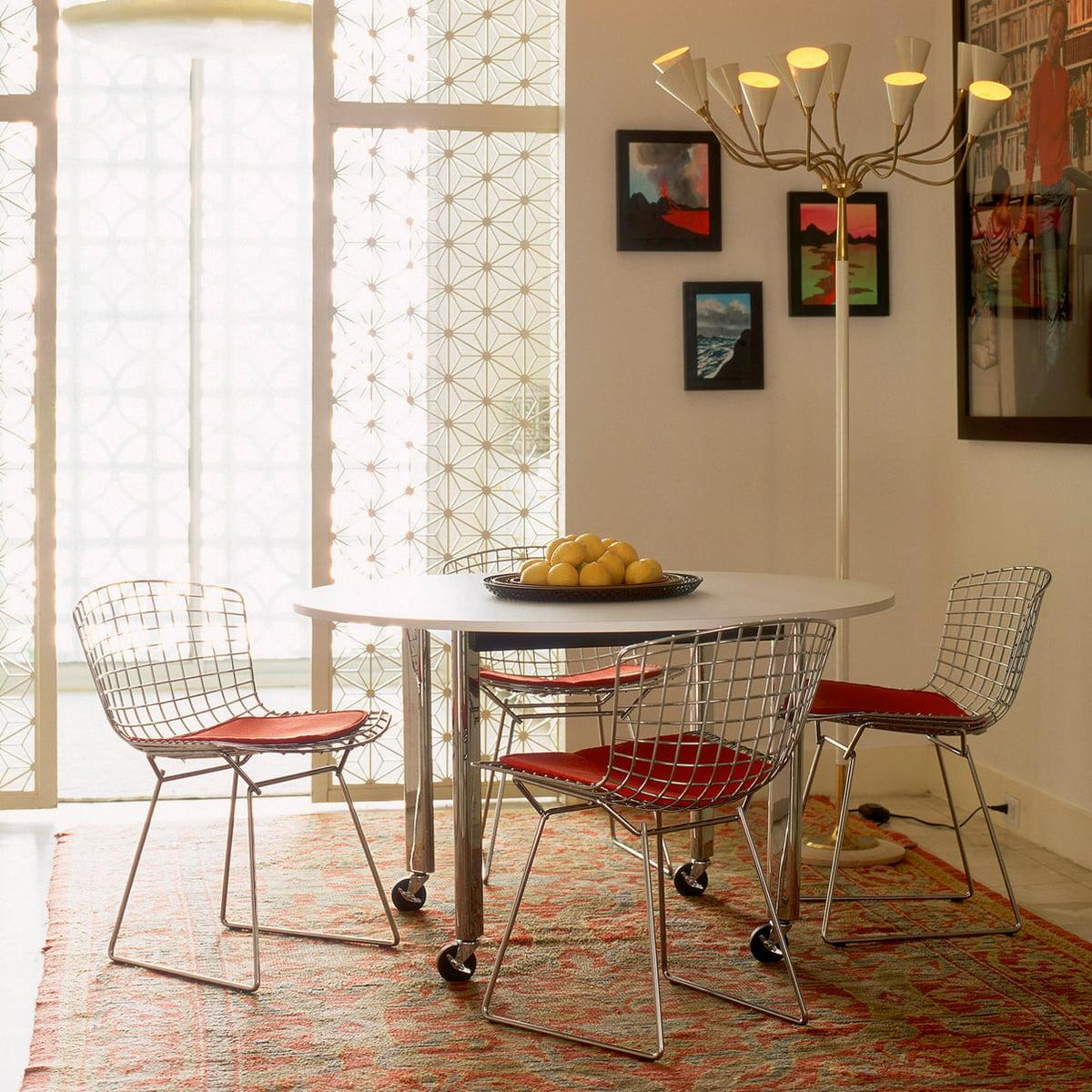 chaise bertoia en acier prs de la table manger - Chaise Bertoia