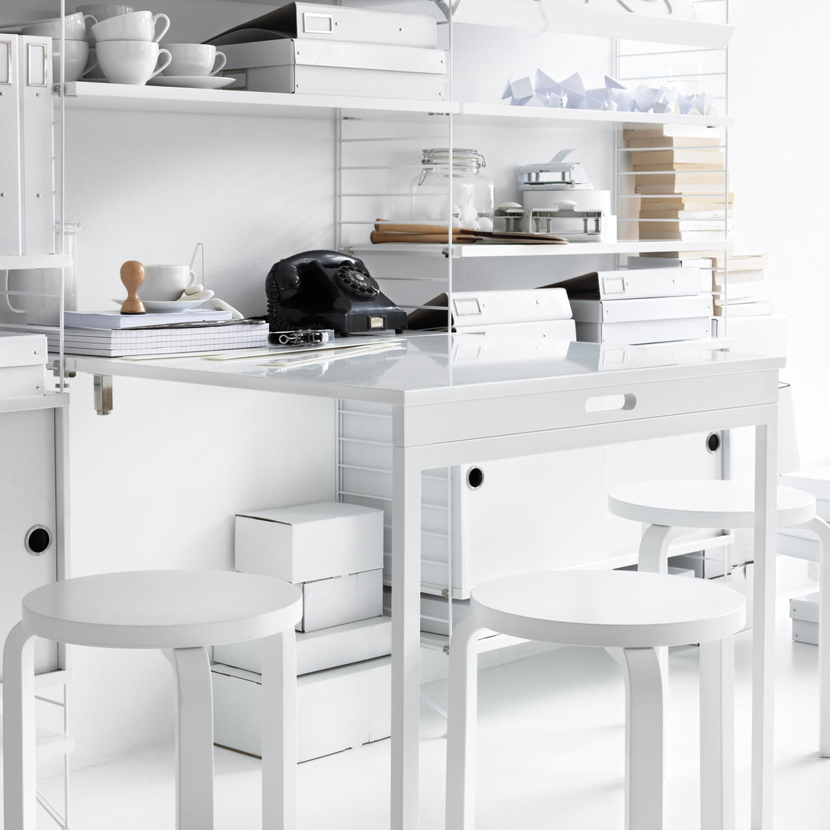 string syst me d 39 tag res blanc. Black Bedroom Furniture Sets. Home Design Ideas