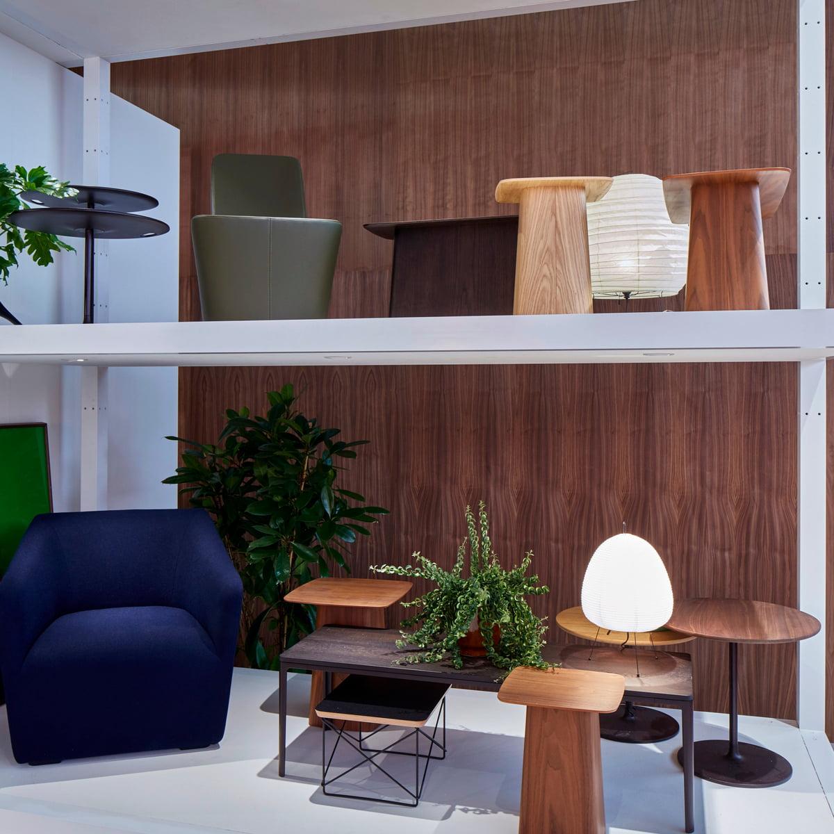 Wooden side tables par vitra for Salone del mobile vitra
