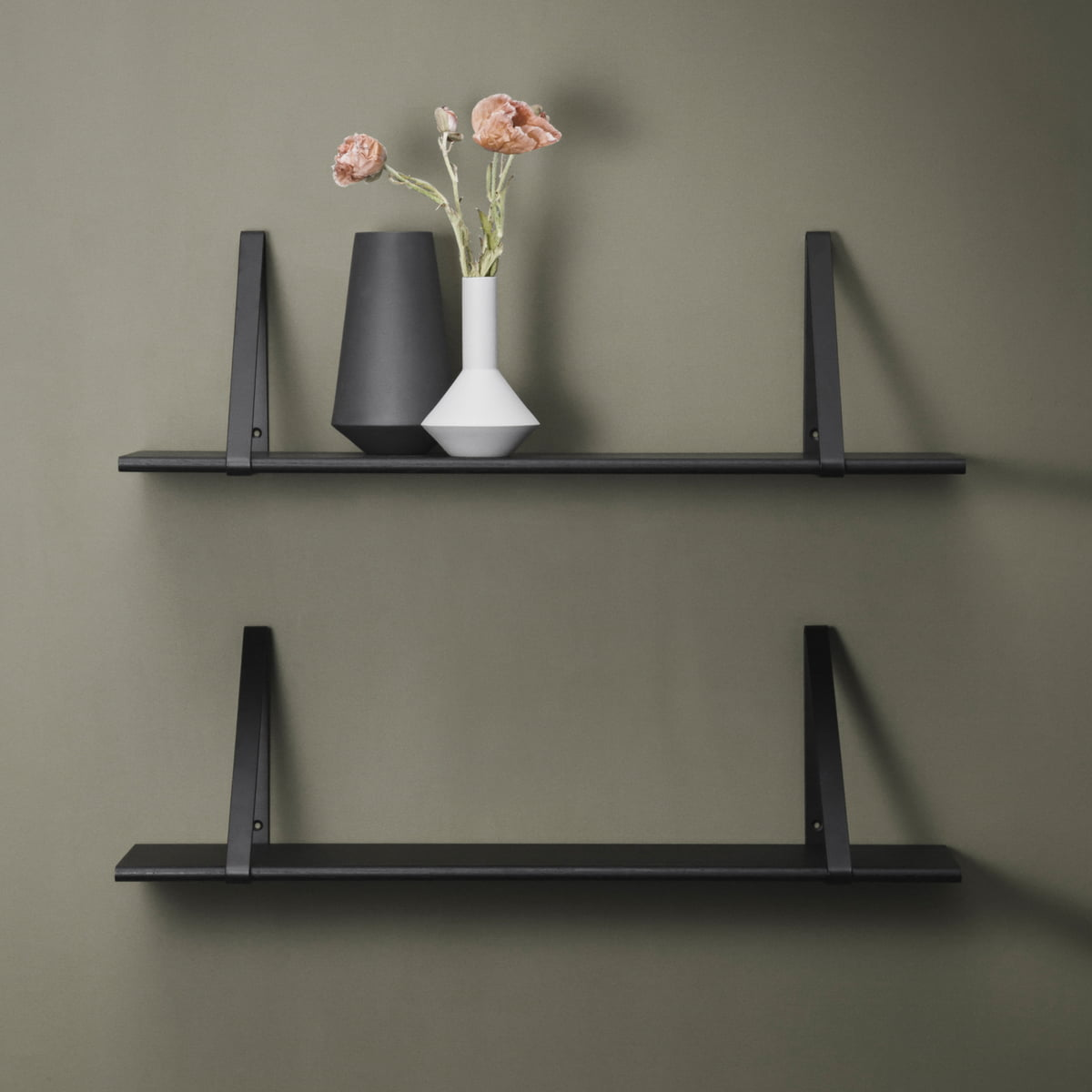 syst me d 39 tag res shelf hangers ferm living. Black Bedroom Furniture Sets. Home Design Ideas