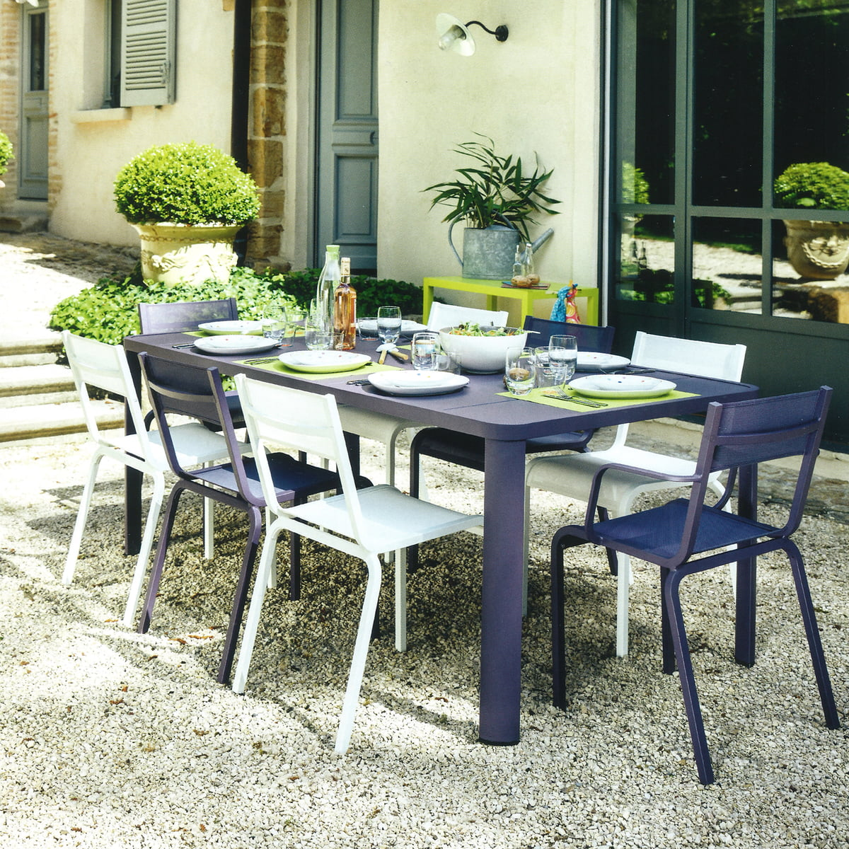 table de jardin ol ron par fermob connox. Black Bedroom Furniture Sets. Home Design Ideas