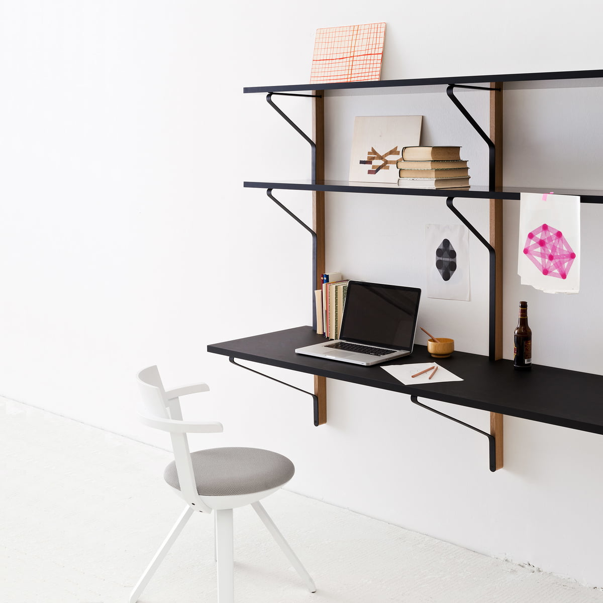tag re murale kaari avec bureau par artek. Black Bedroom Furniture Sets. Home Design Ideas
