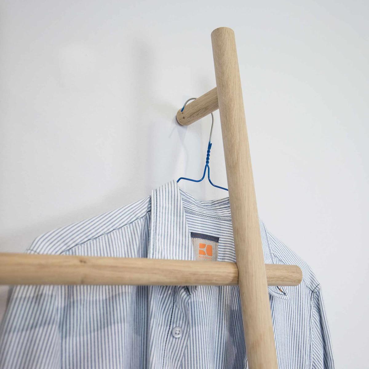 Chelle en bois lendra par kommod boutique connox - Echelle porte vetement ...