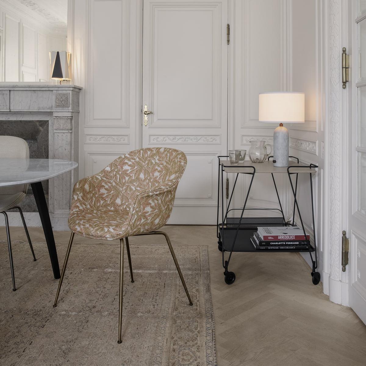 Table Pour Salle À Manger gubi - chaise de salle à manger chauve-souris, chêne laqué semi mat / blanc  pur