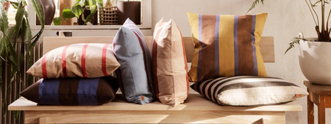 ferm living est connu non seulement pour ses ustensiles de cuisine et accessoires de bureau, mais aussi pour une large gamme de coussins et couvertures pour vous permettre d'augmenter le facteur de bien-être dans vos quatre murs.