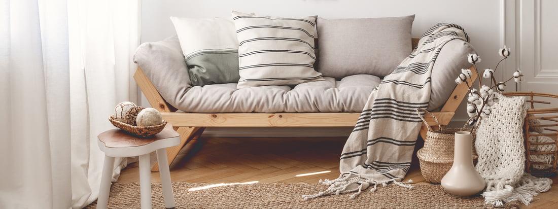 Karup Design, un fabricant danois, produit des meubles élégants tels que le fauteuil Nido Futon. Le fauteuil gris offre une assise confortable et bien rembourrée.