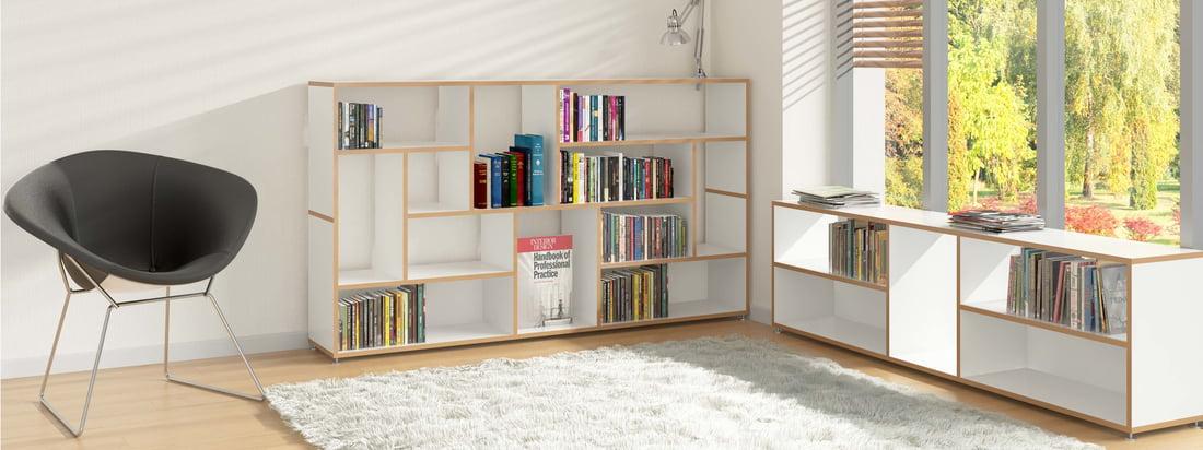 Pour pouvoir lire en paix, il faut un lieu de retraite, au mieux situé à proximité des livres, qui peuvent être stockés par exemple dans le sideboard Hanibal par Tojo.