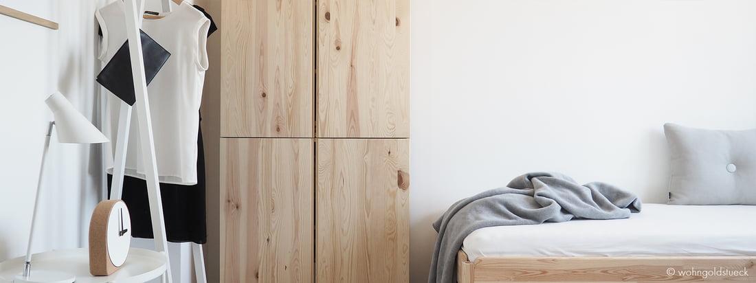 Le portemanteau Loop Stand par Hay est une solution inégalée pour présenter des éléments vestimentaires individuels, des vêtements, comme dans la chambre d'amis de la blogueuse Carina von Dorff de wohngoldstueck.de.