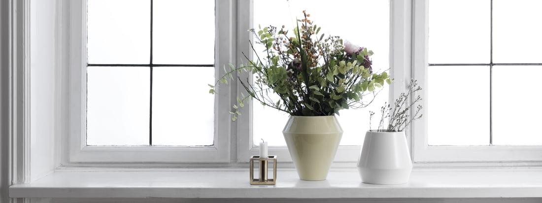 Même associé à d'autres coloris et d'autres formes de cette collection, le vase Rimm de style scandinave reste sobre. Un vase intemporel issu de l'artisanat traditionnel.