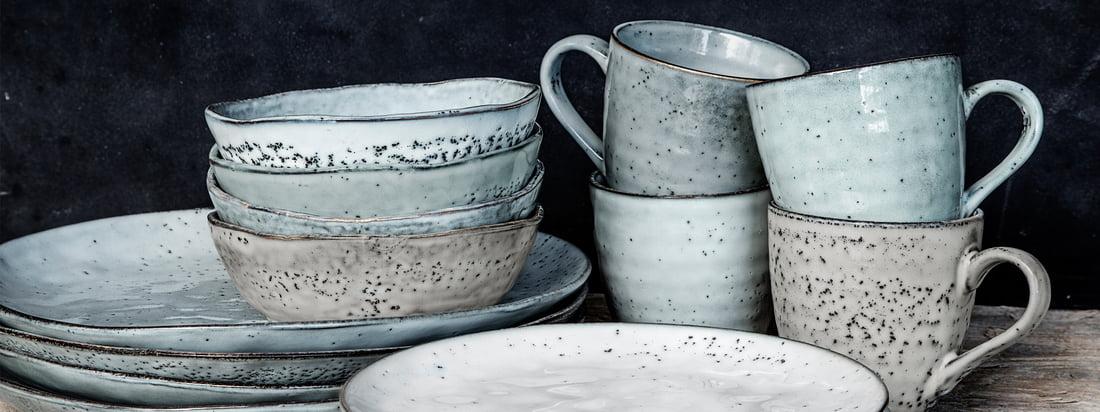 La série de vaisselle Rustic de House Doctor est une série de vaisselle robuste et rustique en grès qui inspire par ses nombreuses pièces associées et son aspect fort.