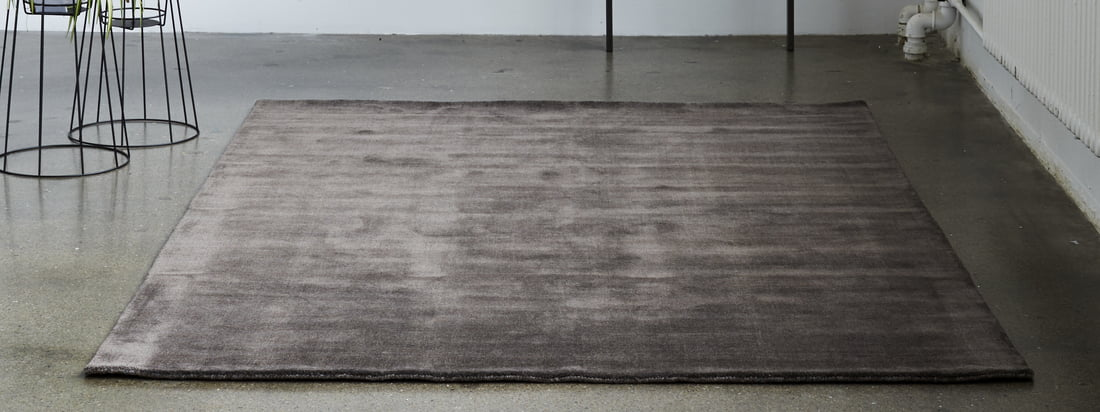 Le tapis Massimo - Earth Bamboo dans la vue d'ambiance. Que ce soit dans un bleu riche et vibrant comme accroche-regard dans le salon ou dans une douce rose nougat dans le couloir - grâce à la sélection variée, il existe le bon modèle pour chaque pièce.