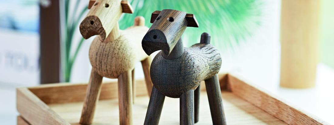 Les dessins de Kay Bojesen sont des natures mortes en bois qui animent la pièce.