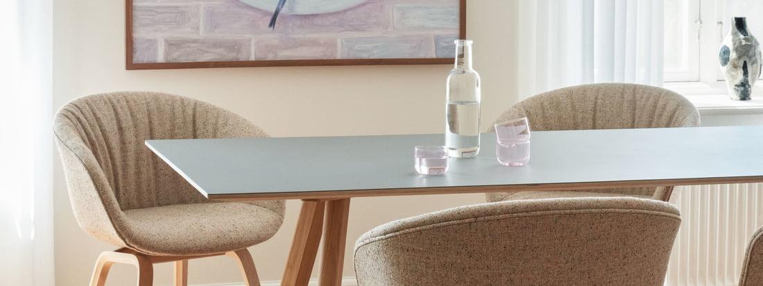 Avec son langage des formes simple et son design élégant, la chaise About A Chair AAC 23 Soft dans la variante chêne laqué mat / entièrement rembourrée Bolgheri LGG60 s'intègre dans toutes les pièces.