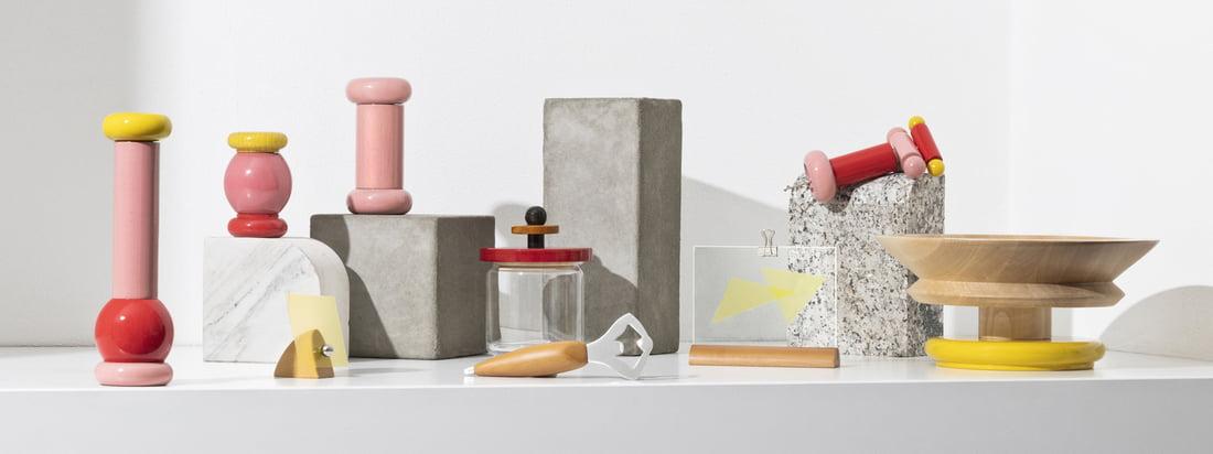 Avec la collection Twergi, Alessi fait revivre la tradition séculaire de fabrication sur le tour depuis 1989. La collection se compose d'accessoires de cuisine pratiques aux couleurs vives et aux formes inhabituelles.