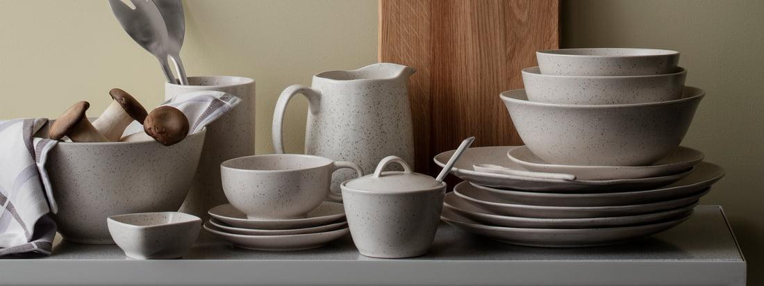 La série de vaisselle Nordic Vanilla de Broste Copenhagen rappelle par son aspect le lait sucré à la vanille. Elle comprend des assiettes, des bols et des tasses dans différentes variations ainsi que des sucriers et des théières.