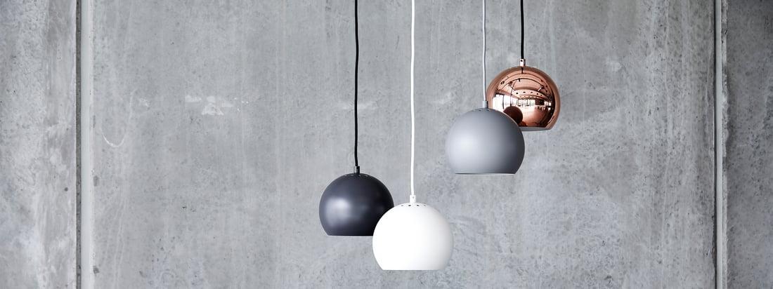 La série de lampes Ball est un classique intemporel du design d'éclairage scandinave. Conçu par Benny Frandsen en 1986, le design original poursuivait un objectif simple : apporter de la lumière dans l'obscurité, et le faire de manière élégante.