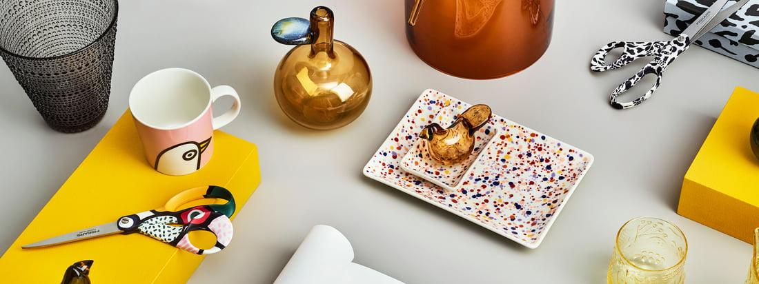 La joyeuse collection Oiva Toikka de Iittala comprend une variété de produits différents avec de nombreux motifs ludiques qui peuvent être merveilleusement combinés.