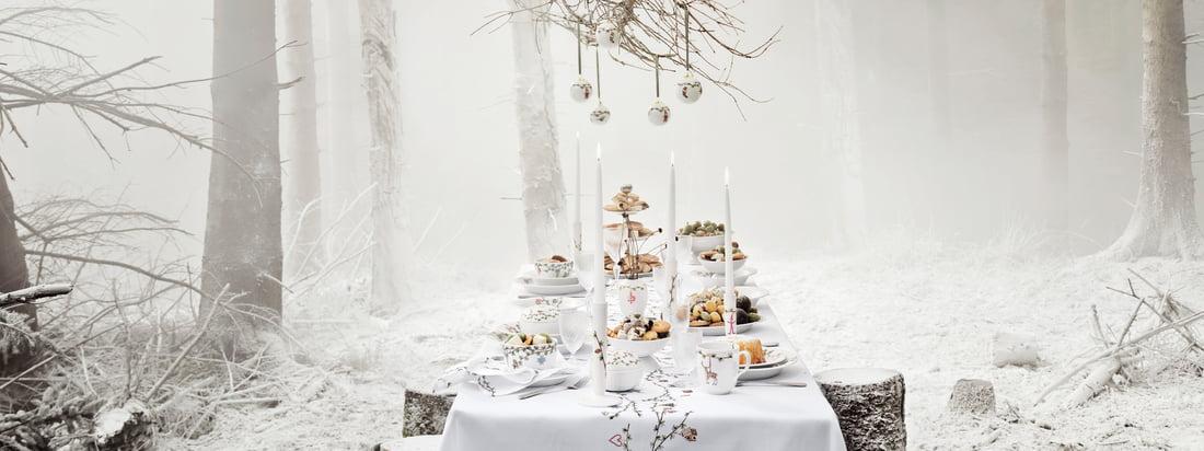 Kähler Design assure une célébration élégante et distinguée avec la collection de Noël Hammershøi, qui comprend la plus belle vaisselle et les plus nobles articles de décoration.
