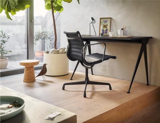 Trouvez ici nos chaises de bureau, tables de travail et secrétaires.....