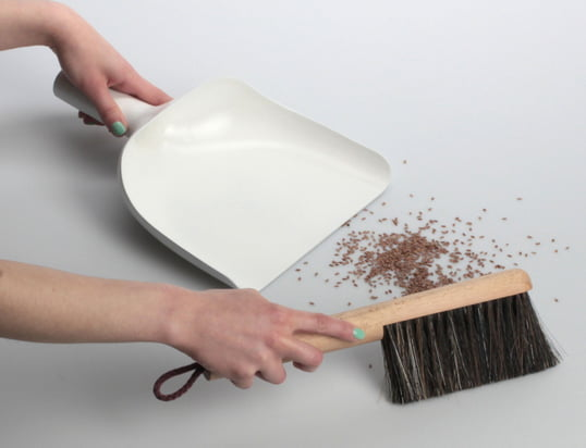 Trouvez des aides ménagères comme par exemple des butées de portes, escabeaux ou prises multiples.