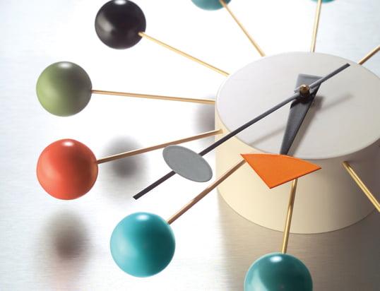 Découvrez une multitude de réveils, montres de table, horloges murales et bracelets-montres !