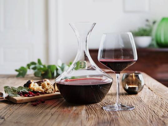Appréciez entièrement un verre de vin avec la collection Perfection de Holmegaard: Appréciez un vin rouge corsé: décantez-le dans une carafe à décanter et servez-le dans un verre à vin rouge bombé.