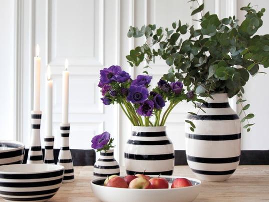 Les vases, pichets et boîtes de rangement sont fabriqués en plusieurs tailles et pour différentes occasions. La palette de couleurs simple respire l'élégance et uniformise les produits.