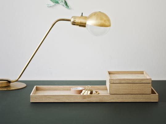 Skagerak a conçu avec le trio de designers VE2 la série Nomad. La boîte de rangement avec couvercle Nomad en bois de chêne est une petite boîte flexible et mobile pour les différents domaines ménagers.