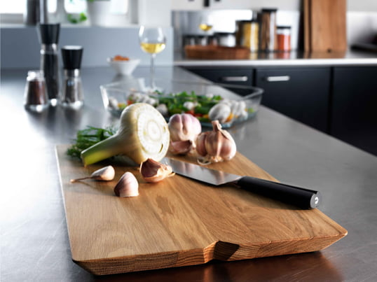 La planche à découper ne protège pas que votre comptoir de cuisine, elle est également tout à fait adaptée en tant que plateau de service. Elle permet de présenter la viande, le fromage et les fruits de façon particulièrement élégante.
