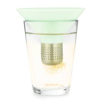 Normann Copenhagen - Tea Strainer, menthe - dans un verre
