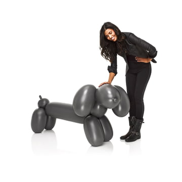 Fatboy - Inflatable Hot Dog, anthracite - avec une personne
