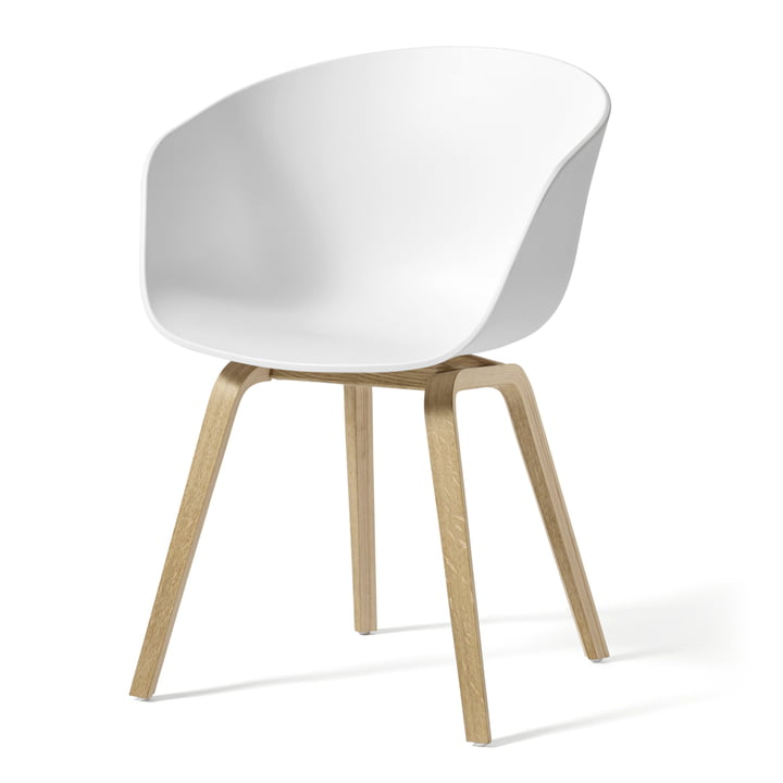 About A Chair AAC 22 de Hay en chêne savonné / blanc