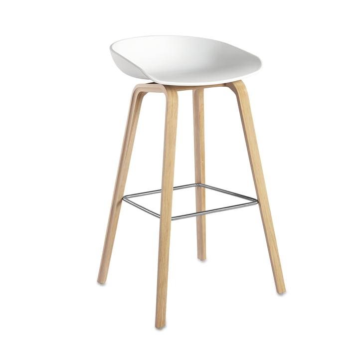 About A Stool AAS 32 H75 par Hay structure chêne (savonné) / coque d'assise blanc, patins feutres
