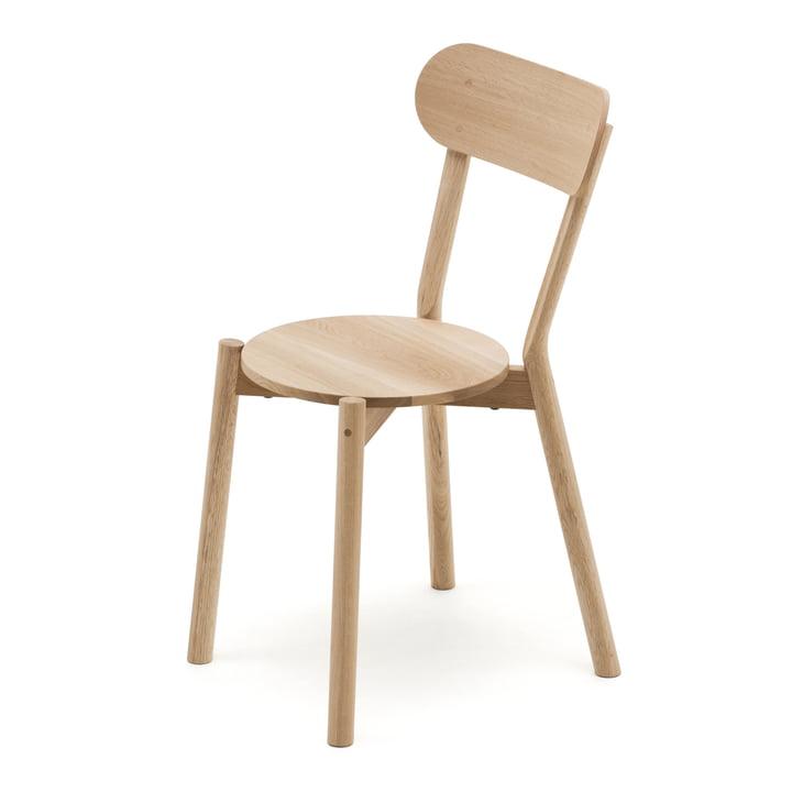 La chaise Castor de Karimoku New Standard en chêne naturel