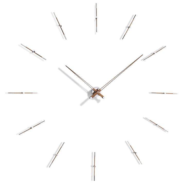 Horloge murale Merlin de nomon avec 12index horaires en chrome et bois de noyer