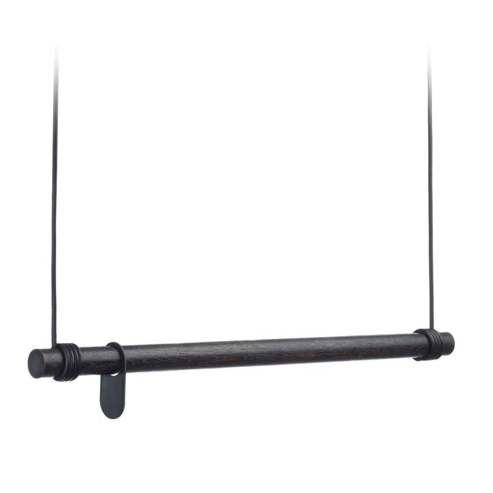 La garderobe suspendue Swing de LindDNA en chêne noir/cuir noir