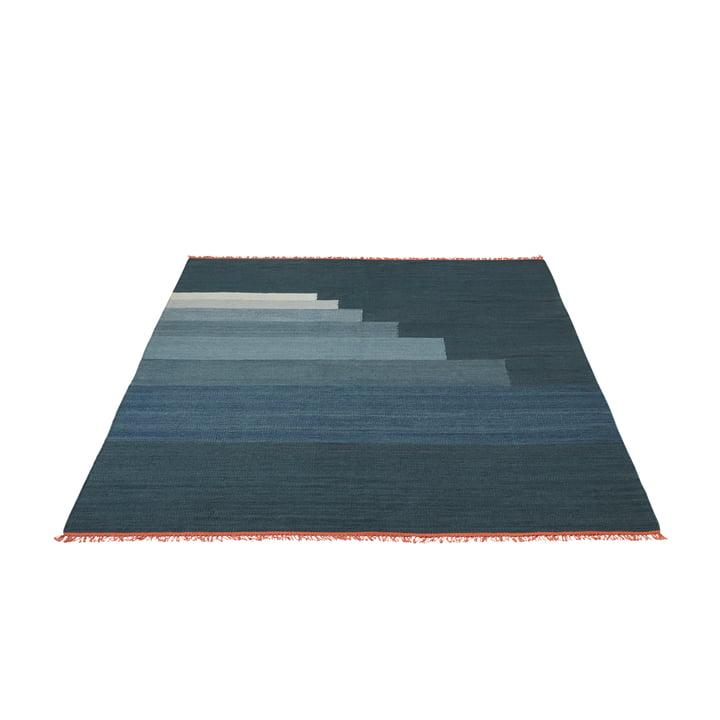 Tapis Another Rug AP3, 170 x 240 cm par & tradition en bleu orage