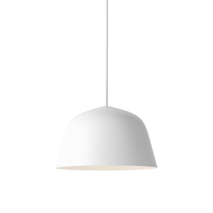 La lampe à suspension Ambit Ø 25 cm en blanc par Muuto