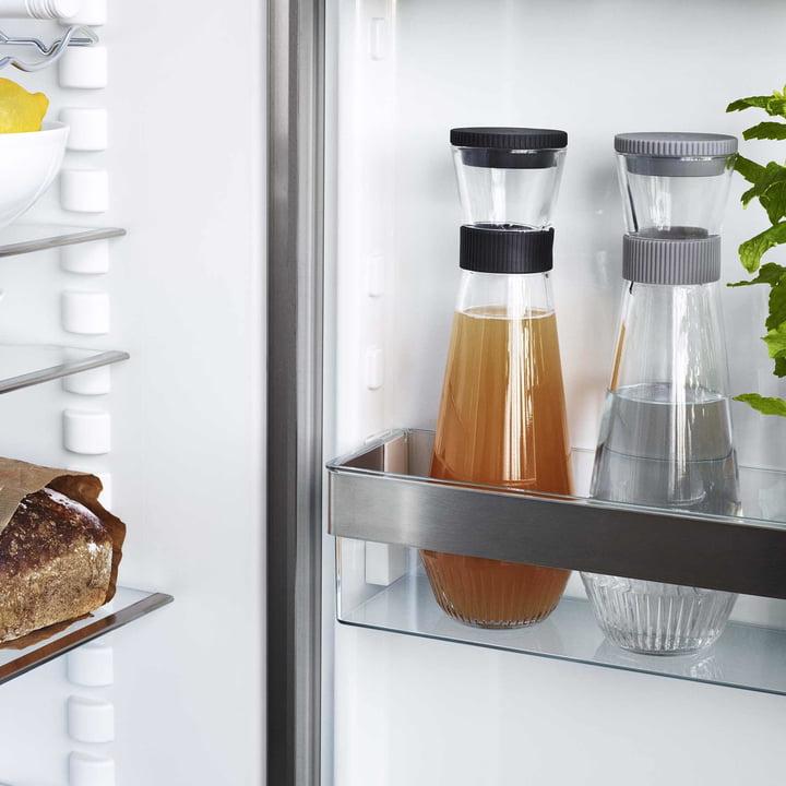 Carafe à eau dans le réfrigérateur
