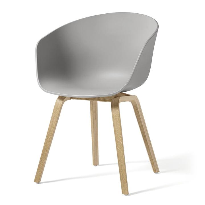 About A Chair AAC 22 de Hay en chêne savonné / gris béton