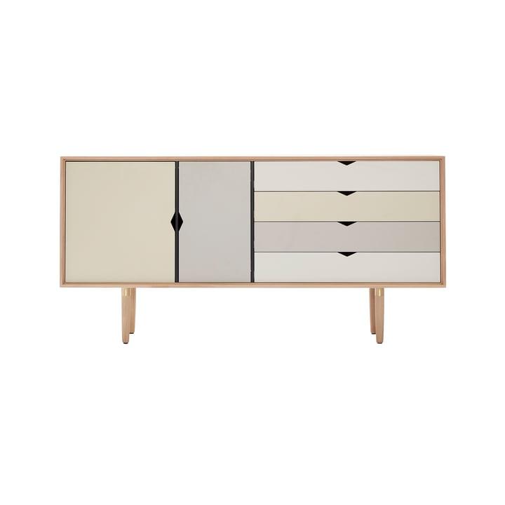 Bahut S6 d'Andersen Furniture en chêne savonné (façades en argent, beige, gris métallisé)