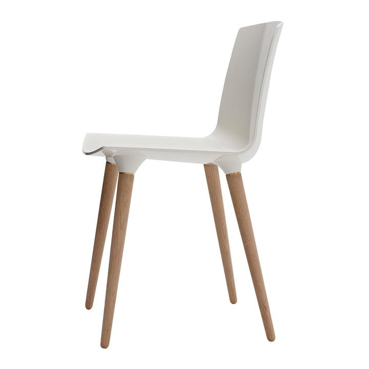 La chaise TAC d'Andersen Furniture en chêne savonné / blanc