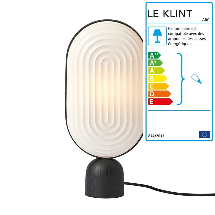 Lampe de table ARC par Le Klint en chêne noir / abat-jour blanc